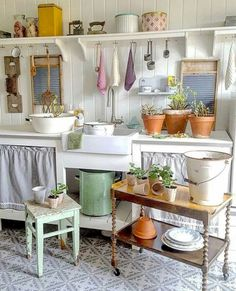 Vintage Kitchen 48 Awesome Vintage Laundry Rooms That Will Make You Want to Clean Vintage Home Decor, Vintage Kitchen, Vintage Laundry Rooms, Bedroom Vintage, Country Kitchen, New Kitchen, Kitchen Living, Living Room, Kitchen Interior