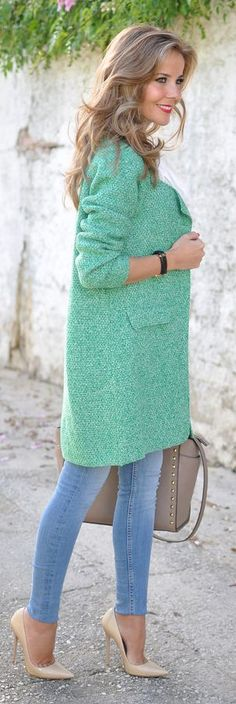 Street style fashion / karen cox. Light Green Boucle Knit Coat by Te Cuento Mis Trucos.