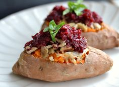 Turkey and cranberry stuffed sweet potatoes - The Realistic Nutritionist