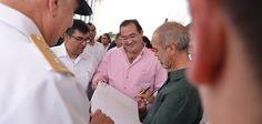 Se apreciaron las obras del artista Javier Marín, quien presenta su trabajo en la Macroplaza del Malecón.