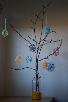 Bilderesultat for påskepynt barn Origami, Diy And Crafts, Crafts For Kids, Wind Chimes, Something To Do, Crochet, Activities For Kids, Easter, Outdoor Decor