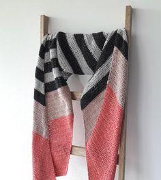 Free crochet pattern: the double salt shawl. Crochet shawl, free crochet pattern. Free pattern crochet shawl | Happy in Red