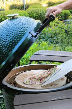 Big Green Egg Pizza, Bbq Egg, Bruschetta, Kamado Grill, Travel Humor, Green Eggs, Barbecue, Nutrition Program, Group Meals