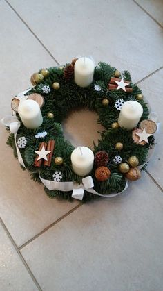 Christmas Flower Decorations, Christmas Advent Wreath, Christmas Tablescapes, Simple Christmas, Christmas Crafts, Paper Bag Crafts, Diy Crafts For Adults, Christmas Candle Holders, Diy Wreath
