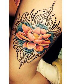 Tatuaż kwiat lotosu - wzory modne i kobiece, na różne części ciała - Strona 17