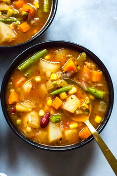 Are you looking for a healthy dinner recipe that's ready in a snap? Don't miss our popular Instant Pot Vegetable Bean Soup for a clean eating dinner the whole family will love! Vegetable Soup Healthy, Vegetable Soup Recipes, Veggie Soup, Healthy Vegetables, Bean And Vegetable Soup, Homemade Vegetable Soups, Healthy Soups, Homemade Soup, Healthy Eats