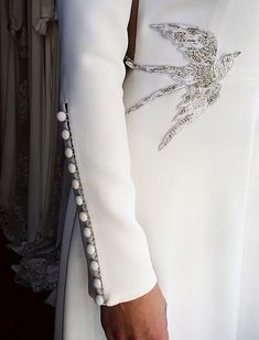 Ainara was married fourteen in the church of Amorebieta and in the CE last October Clothes Abaya Fashion, Muslim Fashion, Fashion Dresses, Abaya Mode, Hijab Stile, Sleeves Designs For Dresses, Fashion Details, Fashion Design, Dress Collection
