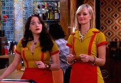 2 Broke Girls: protagonistas promovem luta no bar - http://popseries.com.br/2016/10/16/2-broke-girls-6-temporada-and-the-80s-movie/