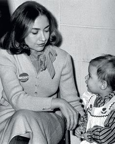 1983  Hillary Clinton with Chelsea in Little Rock, Arkansas.  Photo: Polaris