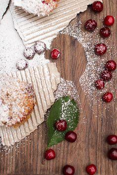 Kirsikkajuttu - Jotain maukasta - mihinkäs se kakkulapio meni?  Jotain maukasta-blogissa on useampikin resepti lusikalliseen hyvää mieltä!
