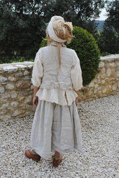 Une de mes tenues préférées !!!!! Une jupe Elodie coton et lin rayé écru et beige naturel le petit gilet Adrien meme tissu et...