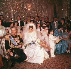 Mariage du Shah d'Iran et de Farah Diba en robe et manteau de C.Dior par YSL....