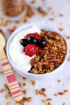 Microwave Granola in a Mug- crispy and toasted just like baked granola. you won't believe it came from the microwave (gluten free, dairy free, Vegan) by bigger bolder baking Microwave Mug Recipes, Microwave Baking, Mug Cake Microwave, Microwave Meals, Real Food Recipes, Cooking Recipes, Yummy Food, Meal Recipes, Tips