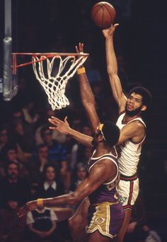 Nba Pictures, Basketball Pictures, Love And Basketball, Basketball History, Basketball Legends, Nba Basketball, Basketball Stuff, Norm Nixon, Jerry Lucas