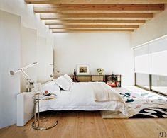 E1027 side table - Eileen Gray - Aram Designs