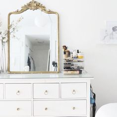 35 Amazingly Pretty Shabby Chic Bedroom Design and Decor Ideas - The Trending House Elegant Home Decor, Elegant Homes, Bedroom Dressers, Bedroom Furniture, Dispositions Chambre, White Bedroom, Master Bedroom, Bedroom Green, Kids Bedroom