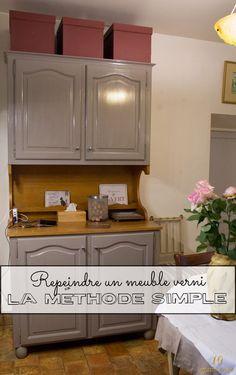 Il existe de multiples façons pour repeindre un meuble verni. Voici aujourd'hui un exemple de buffet repeint de la manière la plus simple.