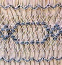 Resultados de la Búsqueda de imágenes de Google de http://bordados.artelabores.com/esquemas/smock-bordado-azul.jpg