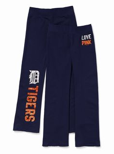Proclaim your class and status with Detroit Apparel. Detroit Apparels blend with a fine style of living. Detroit Tigers Shirts, Sport Outfits, Cute Outfits, Grey Pea Coat, Urban Chic Fashion, Tigers Baseball, Football, Basketball Mom, Flare Pants