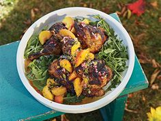 Grilled Chicken with Peach, Chili and Pumpkin Seed Salsa. Grilled Meat, Grilled Chicken, Gourmet Tacos, Mexican Food Recipes, Ethnic Recipes, Minced Onion, Pot Roast, Cilantro, Stew