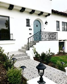 Spanish style homes – Mediterranean Home Decor Spanish Bungalow, Spanish Style Homes, Spanish Style Bathrooms, Spanish Style Kitchens, Spanish House Design, Spanish Modern, Spanish Colonial, Spanish Revival, Colonial Art