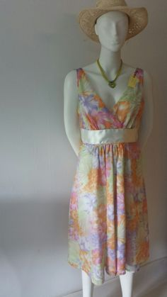 Zomers en fleurig.maat 42.kost 75 eurp. Summer Dresses, Fashion, Moda, Summer Sundresses, Fashion Styles, Fashion Illustrations, Summer Clothing, Summertime Outfits, Summer Outfit