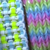 website full of instructions for rainbow loom