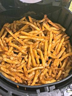 If you're cooking frozen French fries, you must try them in an air fryer! Perfectly crisp, delicious, and effortless! You'll never cook them any other way! Air Fryer Frozen French Fries - Air Fryer Frozen French Fries - The Cookin Chicks Air Fryer Recipes Appetizers, Air Fryer Recipes Vegetarian, Air Fryer Recipes Snacks, Air Fryer Recipes Low Carb, Air Frier Recipes, Air Fryer Recipes Breakfast, Vegetable Recipes, Air Fry French Fries, Air Fryer Fries