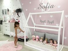 """619 Me gusta, 9 comentarios - Baby&KidsDECO (@babykidsdeco) en Instagram: """"Este dormitorio me encanta!mitad rosa con corazones y nombre personalizado mitad estrellitas de dos…"""""""