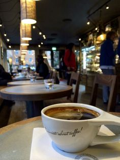 Recommende coffeeshops in Oslo, Norway -a Freelance tips - MotionEffect #coffee #freelance #travel