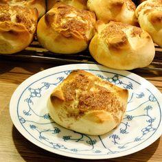 Kanelboller fra Hell Bread, Baking, Food, Bakken, Breads, Meals, Backen, Yemek, Postres