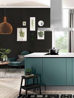 Die Küche Ist Ein Highlight In Aquamarin. Die Fronten Sind Ultramatt,  Aquamarinfarben Und Grifflos