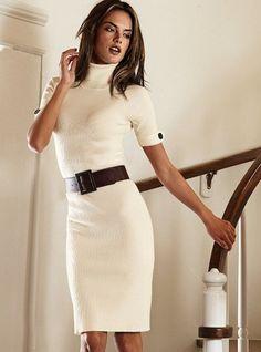 Модное шерстяное белое платье