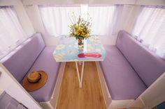 Caravanas Vintage en alquiler en el camping situado en primera línea de mar, en la Costa Dorada. Se permiten mascotas. Chair, Pets, Furniture, Home Decor, Beach Feet, Camper Van, El Dorado, Decoration Home, Room Decor