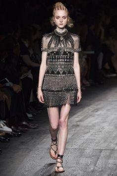 Valentino Spring 2016 Ready-to-Wear Fashion Show - Madison Stubbington (IMG)