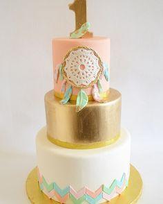 Dream Catcher First Birthday #boho #dreamcatcher #firstbirthday #birthdaycake #cake
