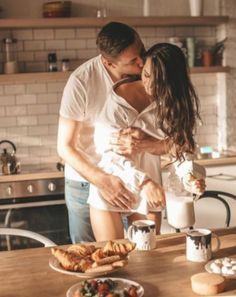 cute couples love and hug pictures the best love and romantic photos and pictures of cute couple kissing an hugging . love images quotes couples goals pictures forever love photos love images with quotes cute couple hugging couple kiss wallpapers Couple Goals, Cute Couples Goals, Couples In Love, Young Couples, Romantic Couples In Bed, Happy Couples, Family Goals, Relationship Goals Pictures, Cute Relationships