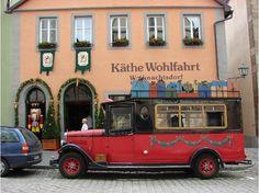 Kathe Wohlfahrt - Rothenburg me helemaal uitgeleefd in kerstspullen bij Rothenburg Germany, Celebration Around The World, German Christmas, Christmas Stuff, Christmas Shopping, Christmas Markets, Christmas Villages, Travel Scrapbook, Great Memories