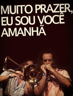 """""""Muito prazer, eu sou você amanhã"""" • Esquilo Não Samba -   Móveis Coloniais de Acaju"""