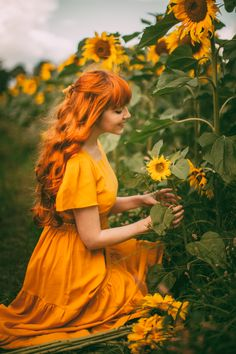 Matching Sunflowers - A Clothes Horse Fantasy Photography, Photography Poses Women, Creative Photography, Portrait Photography, Hipster Photography, Dreamy Photography, Photography Flowers, Sunflower Field Pictures, Sunflower Field Photography