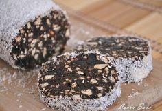 """Ce """"dulce"""" poate fi mai potrivit intr-o zi de post decat un salam de biscuiti, aromat (iubesc aroma de rom 😛 )?! …va zic eu: niciunul!!!! 😀 Poate doar o alta varianta a lui, cu unt de arahide . Eu, una, ador salamul de biscuiti si il savurez cu mare placere oricand!!!  Ingrediente: – …"""
