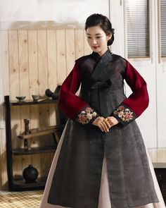 종로구 인의동 위치, 전통한복 갤러리, 한복드레스, 웨딩, 신랑, 신부 한복 등 안내.... Korean Traditional Dress, Traditional Dresses, Modern Hanbok, Korean Design, Korean Dress, Ethnic Dress, Oriental Fashion, Cute Korean, Korean Women
