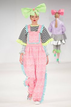 University Of East London Autumn/Winter 2015 Ready-To-Wear Harajuku Fashion, Kawaii Fashion, Cute Fashion, High Fashion, Fashion Show, Fashion Looks, Fashion Outfits, Couture Collection, Colorful Fashion