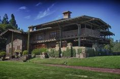 Gamble House, Pasadena, CA, 1908, world's best example of Craftman style bungalow architecture - Photo © Martin Green own work, Creative Commons Share Alike 3.0 unported, Wikimedia Commons