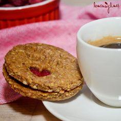 Vynikající lískooříškové sušenky Pancakes, Cookies, Breakfast, Recipes, Food, Crack Crackers, Morning Coffee, Pancake, Biscuits