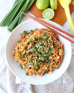 Spicy Vegetable Pad Thai is gluten free, vegetarian & given a spicy kick from the red curry paste, Sriracha & sliced jalapeños! This recipe is totally delicious & made in just 15 minutes! Healthy Thai Recipes, Vegetarian Recipes Dinner, Veggie Recipes, Asian Recipes, Dinner Recipes, Free Recipes, Delicious Recipes, Chicken Recipes, Yummy Food