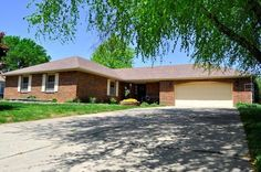 3bed-2.5 baths with open floor plan home in Lakewood Hills subdivision in Bolivar MO