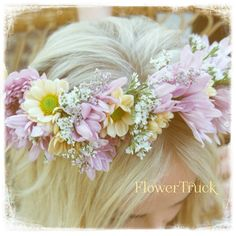 Always wear flowers in your hair! #flowers #beautiful #hair