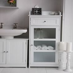with a pedestal sink? with a pedestal sink? Source by plainjaneproud The post with a pedestal sink? appeared first on Susannah Kenny Interiors. Pedestal Sink Storage, Pedestal Sink Bathroom, Bathroom Standing Cabinet, Bathroom Sink Storage, White Bathroom Cabinets, Diy Cabinets, Storage Cabinets, Paint Bathroom, White Cabinets