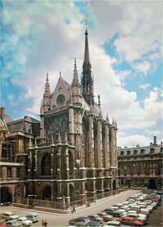 Sainte-Chapelle es en Paris, Francia. Es arquitectura es interesante.